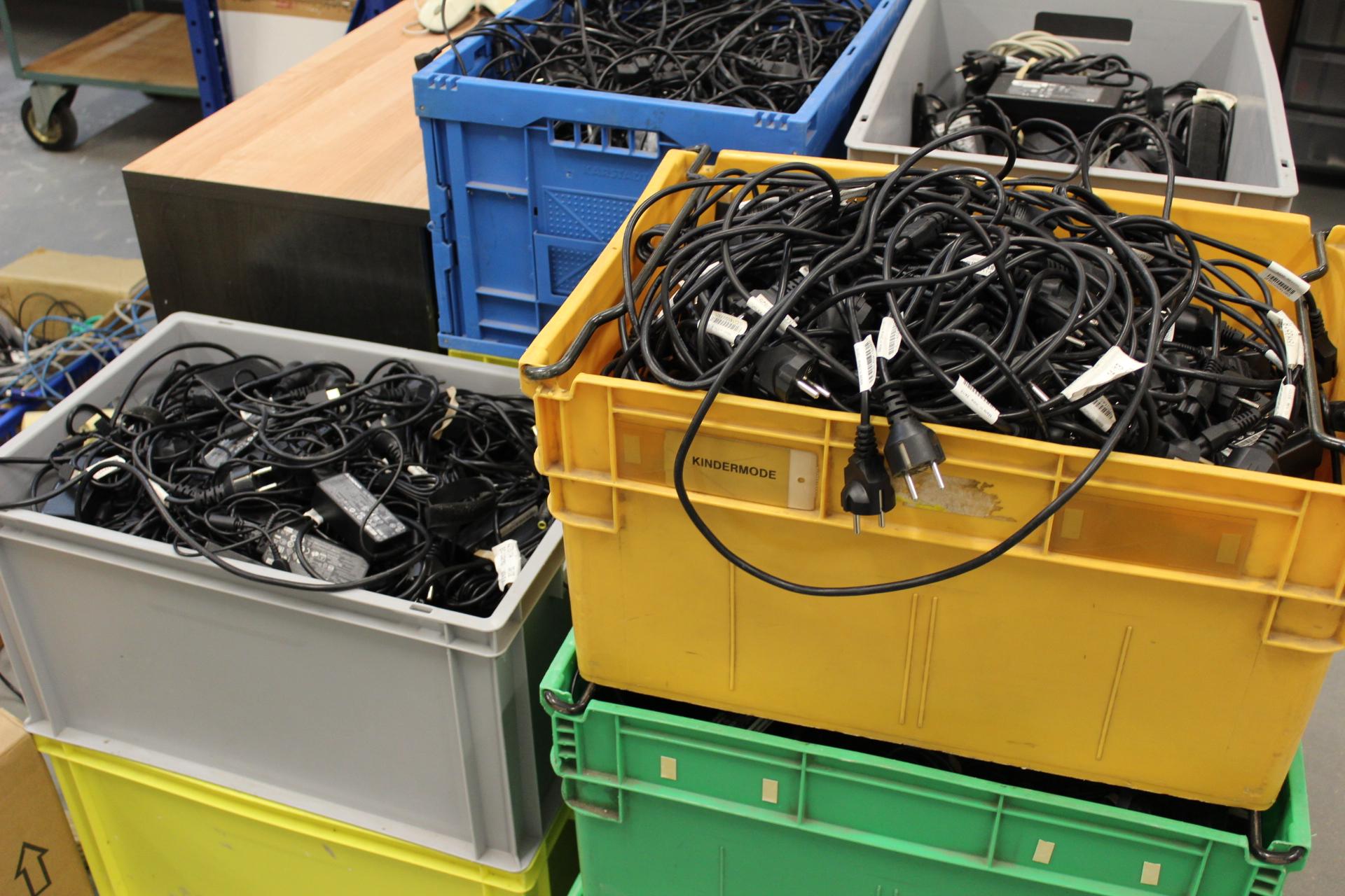 Netzteile in Boxen